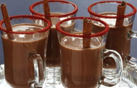 Lekker op de bank hangen met kerst? DEZE pittige Mexicaanse warme chocolademelk mag niet ontbreken!