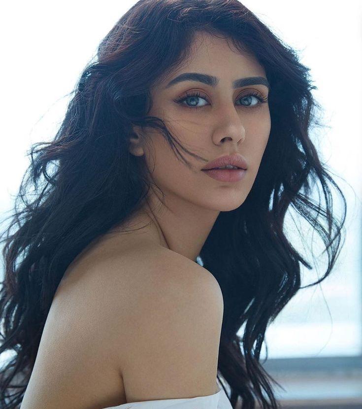 Pin by Syed Aman Ali on Warina Hussain | Bollywood girls