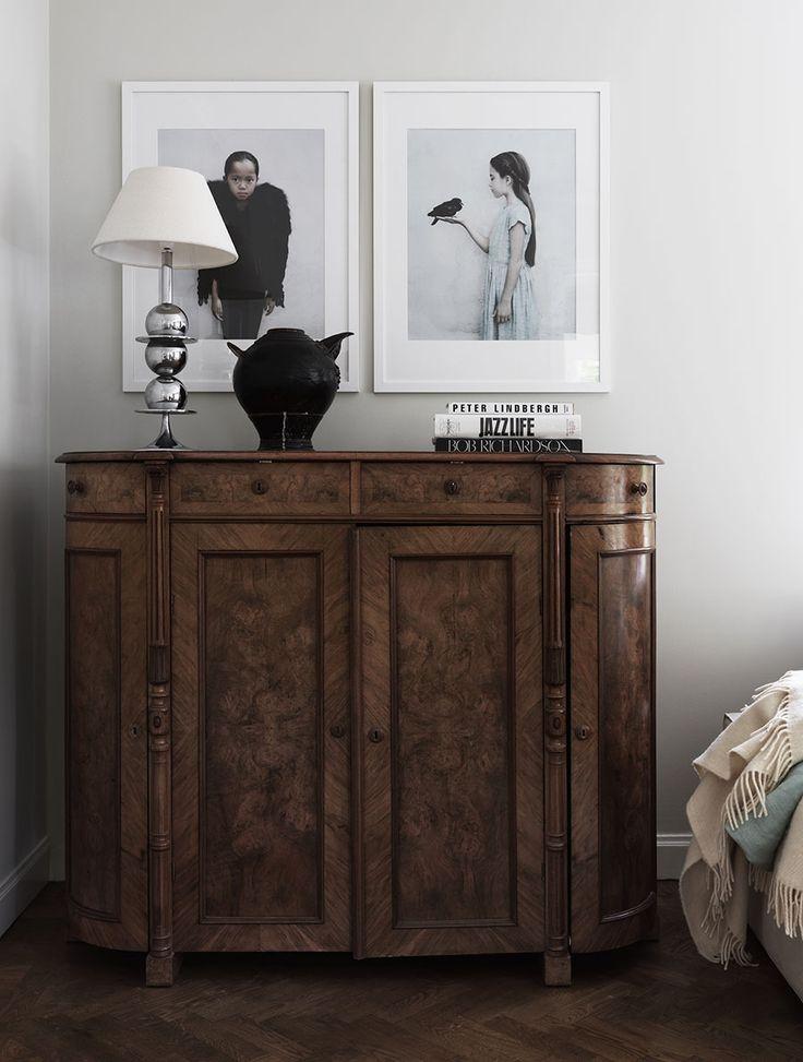 Fyra öppna spisar, ett stort matbord och en flygel. Karin Ward prioriterar det goda i livet och lever sin dröm i en 1920-talsvilla strax utanför Stockholm.