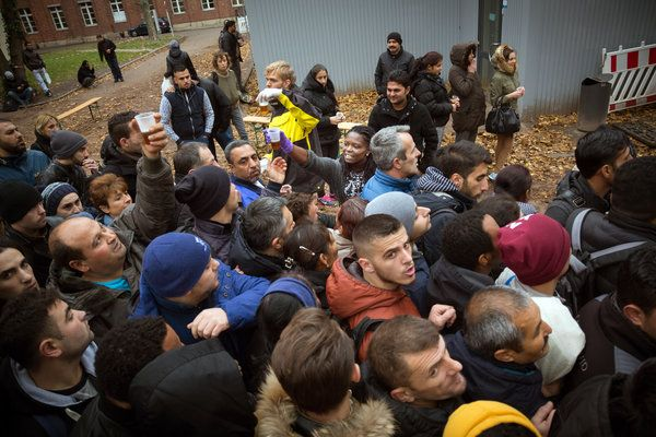 Migrants Arriving in Germany Face a Chaotic Reception in Berlin - NYTimes.com