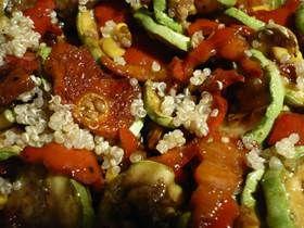 Sebzeli Kinoa Salatası