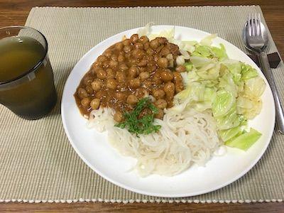 チャナマサラ(ひよこ豆のカレー)を米粉パスタにかけていただきました。チャナマサラはインドのお母さんの味的な料理で、それぞれのお家の味が微妙に違うそうです。