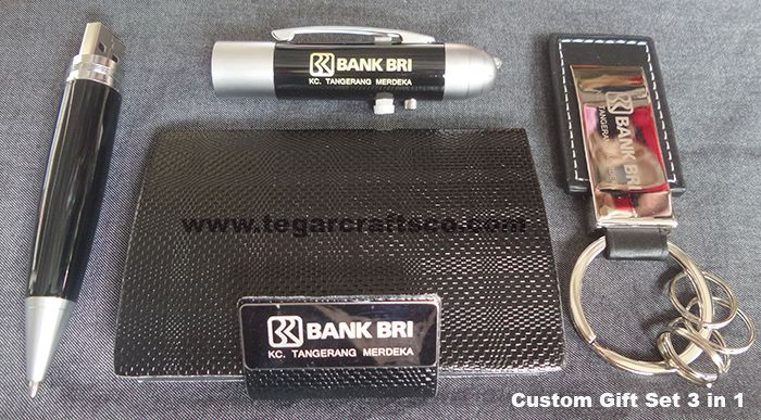 Three item of souvenirs in a deluxe box, contains of a bussines card holder, keychain and A 8GB USB flashdrive. A right choice for a banking or financial industries merchandise. As shown beside, a custom gift set 3 in 1 ordered by PT Bank Rakyat Indonesia Tangerang Merdeka Branch.Tangerang Banten Indonesia.