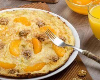 Omelette sucrée du petit déj' pêches et noix : http://www.fourchette-et-bikini.fr/recettes/recettes-minceur/omelette-sucree-du-petit-dej-peches-et-noix.html