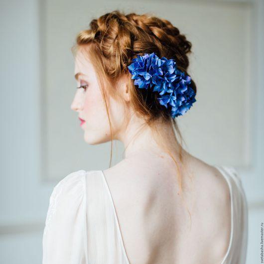 Wedding flowers for hairstyle / Свадебные украшения ручной работы. Ярмарка Мастеров - ручная работа. Купить Цветы из шелка - гребень с гортензией, цветок в прическу для невесты. Handmade.
