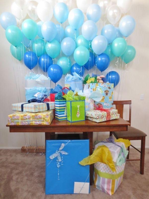 Balloon wall 27 super cute baby shower decorations to for Baby shower decoration ideas to make