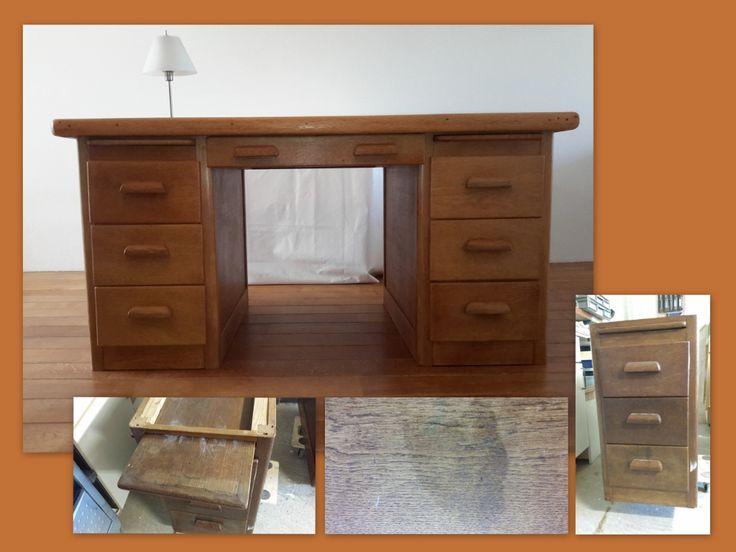 Een jaren 20 bureau schoongemaakt, kringen verwijderd, fineer & lijstwerk gerepareerd en in oude glorie hersteld middels een antiekwas.