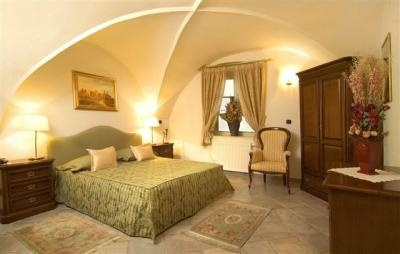 PRAGUE Berlin Apartment | Luxury Studio Apartment by the Old Town Square. Medieval residence on Retezova street.
