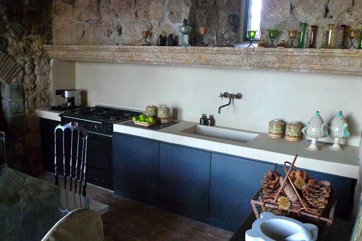 We realized this nice kitchen, finished in iron and plasterwork, in an ancient castle near Perugia.  --------------------------------------------  In un antico castello nei pressi di Perugia, abbiamo realizzato questa bella cucina, rifinita in ferro e intonaco.