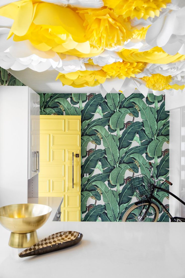 DESERT JEWEL // PALM SPRINGS HOME TOUR|Palm Springs Style Magazine  Martinique Banana Leaf Wallpaper - Beverly Hills Hotel