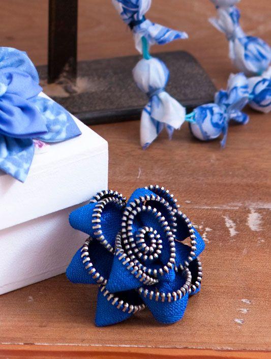 Broche de zíper: Zipper Flowers, Diy Zippers, Zippers Art, Zippers Flowers Would, Online Diaries, Zippers Accessories, Nice Zippers
