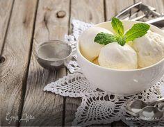 Мороженое — одно из любимых лакомств детей и взрослых — появилось в Европе в XIII веке, хотя замороженными фруктами лакомились уже в Древнем Китае. Этот десерт может иметь вкус шоколада, кофе, ванили, карамели, фруктов, ягод, орехов, мяты или зеленого чая. Очень вкусен пломбир с коньяком, печеньем, безе, халвой, цукатами и сухофруктами. В некоторых ресторанах подают мороженое из лепестков роз, из тыквы, моркови, имбиря, с кокосом, медом и пряностями. А если приготовить мороженое самим —…