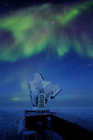 The aurora australis above the South Pole Telescope at Amundsen-Scott South Pole Station.