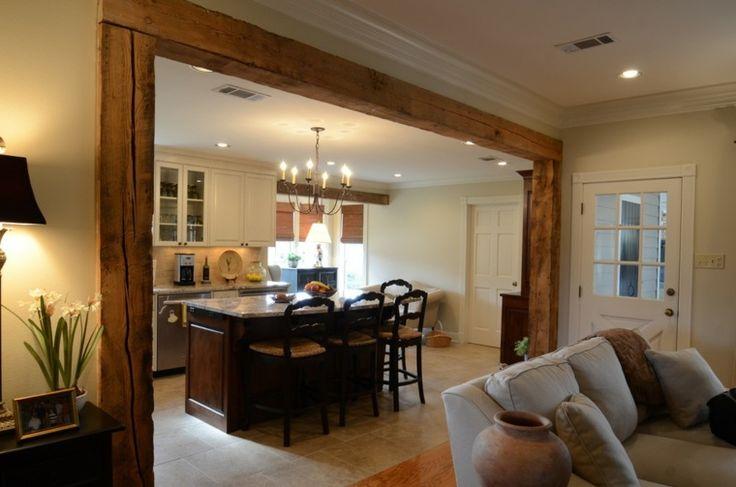 Photo de cuisine ouverte sur le salon avec poutres for Salon avec poutres apparentes