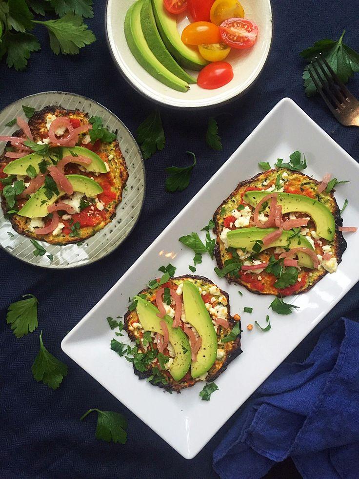 Små squashpizzaer med feta og avokado, Dejlig let vegetarisk LCHF-frokost --> Madbanditten.dk