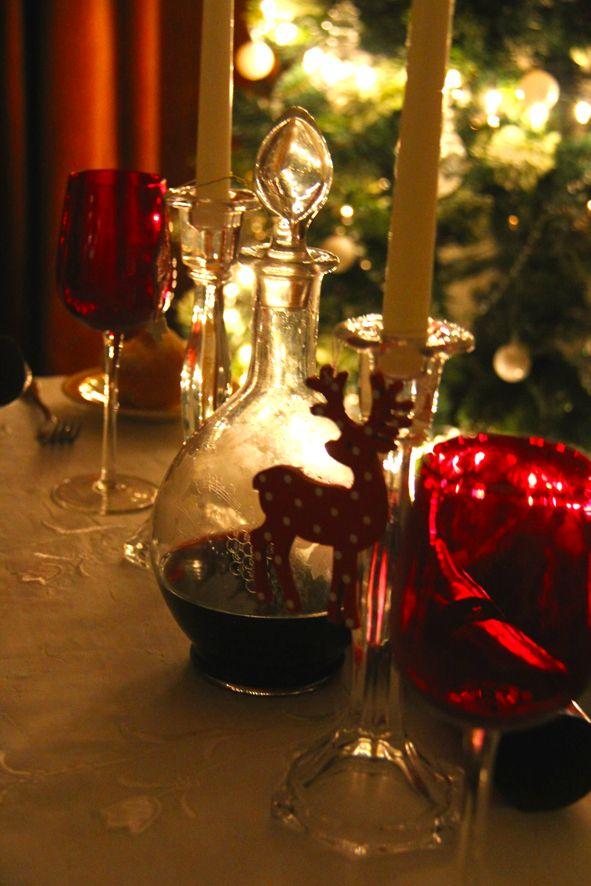 Romantic table settings. Christmas style!