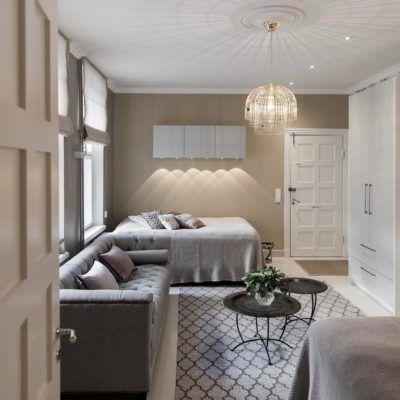 Kodin nuoren asukkaan tyylikäs makuuhuone yhdistelee harmaan ja beigen sävyjä.