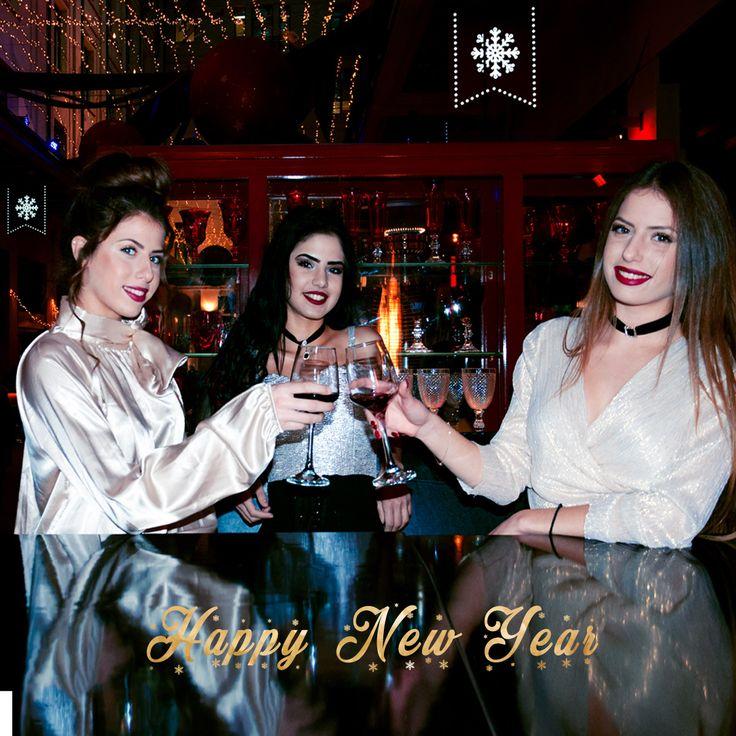 💋💋 Πολλές πολλές miss pinky ευχές για την πιο όμορφη Πρωτοχρονιά  💋💋 💋💋 Καλή Χρονιά 💋💋