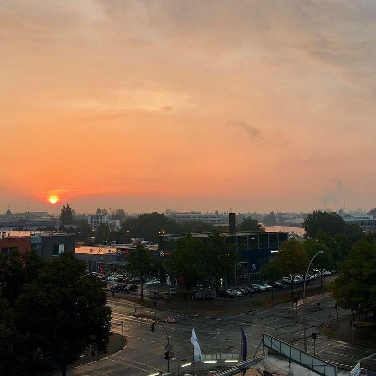 #nofilter #autumn #picoftheday #mood #hamburg #wetter #instagood #sun #sunrise #sky #red #hammerbrook #cloudporn #wiegemalt #morning #stillness #happiness