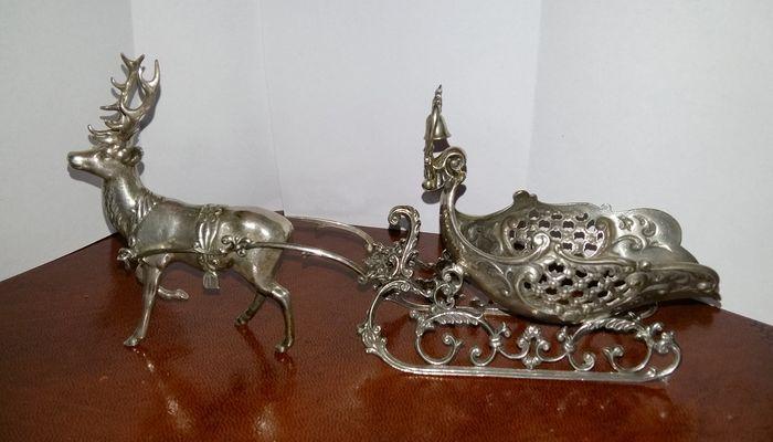 Online veilinghuis Catawiki: Zilveren tafelstuk van een arreslee met rendier, Nederland, 2e helft 20e eeuw
