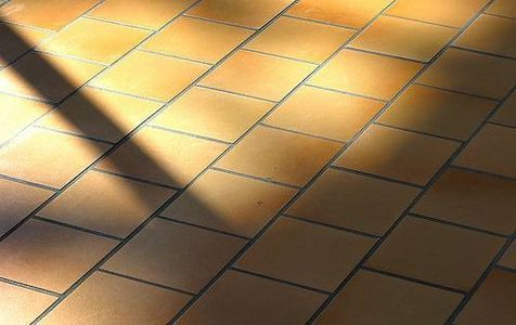 3 homemade recipes for perfectly cleaning & polishing your ceramic floor using Baking soda, white vinegar, ammonia, rubbing alcohol, dish detergent, fresh lemon juice and essential oils.