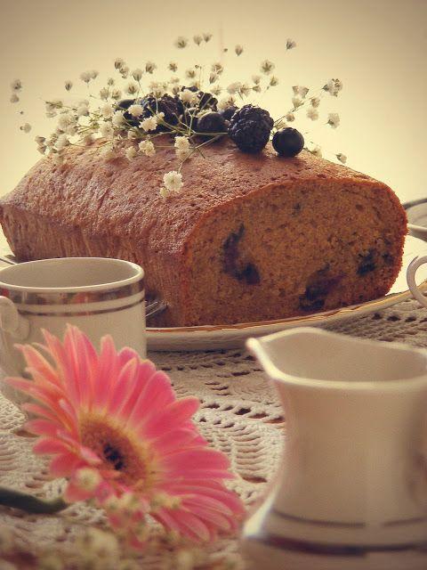 La asaltante de dulces: Receta de bizcocho de nata, canela y frutos rojos/ Cinnamon, cream & berries loaf cake. Take a piece!