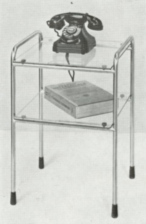 Model 510 is een klein telefoontafeltje, met staalbuizen frame en twee vierkante bladen. Het buiswerk is verschroomd en heeft zowel als voet en als bovenzijde een sledevorm. De twee bladen van model 510 kunnen in de volgende typen worden uitgevoerd: blank of zwart gebeitst eiken multiplex, multiplex gelakt in standaard kleur, multiplex met linoleum en aluminium rand of blank spiegelglas.
