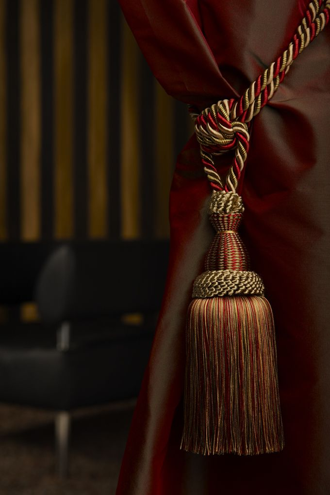 Hold back your drapes and curtains with a beautiful tassel tieback. This simple and classic curtain tieback from Castle Trimmings adds that touch of style and sophistication.