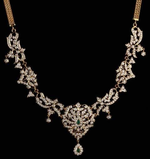 Gehna offer to sell Traditional closed-set diamond necklace – Traditional Indian diamond necklace handcrafted in 22kt yellow gold online in Chennai.