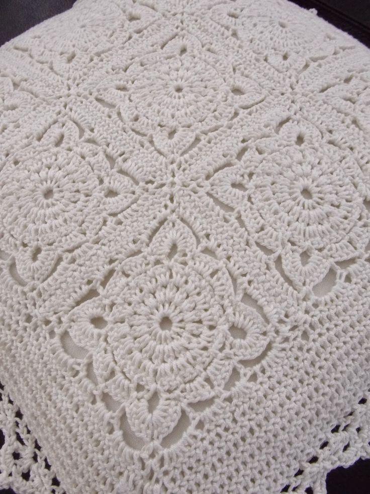 Kussen in 1 kleur (met link naar gratis patronen) / one colour cushion  (with link to free patterns)
