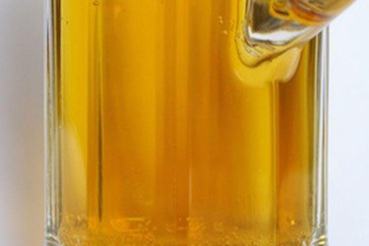 ¿Beber cerveza causa ansiedad?. Los estadounidenses beben mucha cerveza, según la cifra 2008 del Instituto de cerveza, con más de 7 billones de galones consumidos por personas sobre la edad legal para beber de 21 años.  La gente bebe cerveza por una variedad de razones, desde disfrutar del sabor, ...