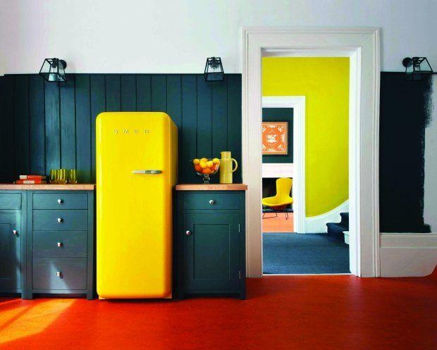 Chłodziarko-zamrażarka stylizowana na lata '50. Podoba nam się ten mocny, energetyczny kolor!
