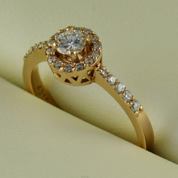 Inel de logodna din aur roz - Artofdiamonds.ro http://www.artofdiamonds.ro/inele-de-logodna-1/inele-de-logodna-cu-diamant/inel-de-logodna-din-aur-roz #diamante  #ineledelogodnacudiamante #inelecudiamante #diamonds #diamondengagementrings #diamondrings