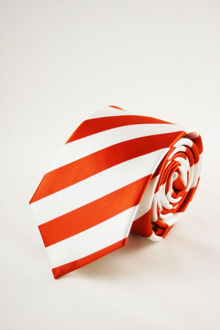 corbata rayas naranjas https://www.corbatasygemelos.es/corbatas-rayas-anchas/626-corbata-estrecha-rayas-narajas.html