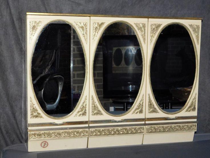 Les 25 meilleures id es concernant anciennes armoires for Miroirs ovales