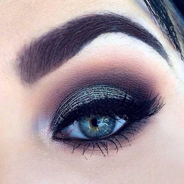 .@_tiarni_ | Today I got a request to do a look using MAC's blue brown pigment (you could ... | Webstagram