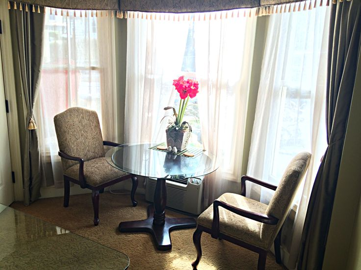 Sip and enjoy our signature Oak Street Hotel coffee blend in this warm and cozy breakfast nook. #hotel #lounge #breakfast #coffee #nook