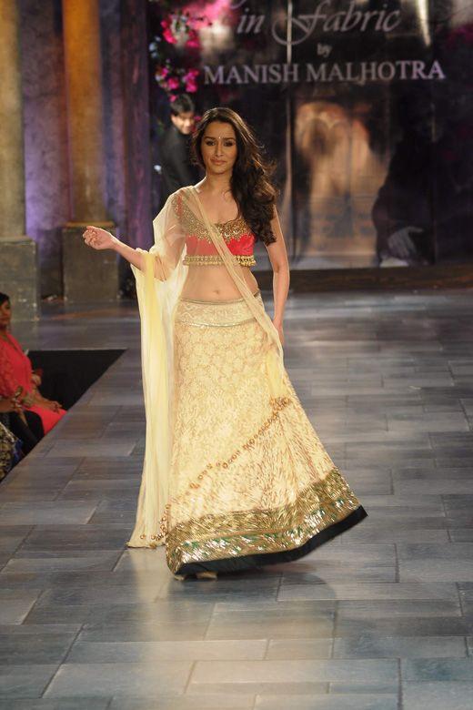 Shraddha Kapoor in another beautiful #Sangeet #Lehenga by Manish Malhotra via @AainaBridal
