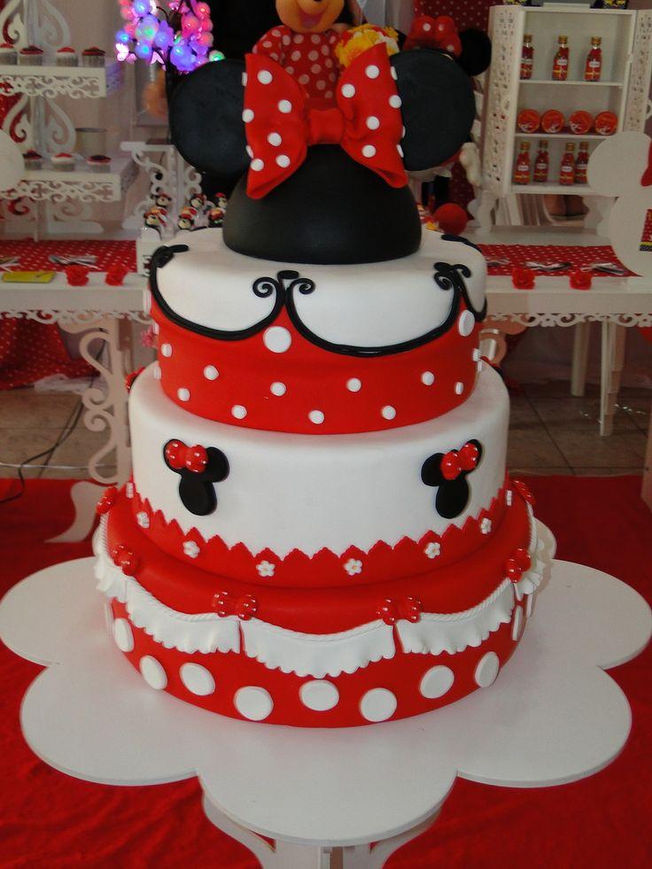 Bolo Fake de Biscuit (não comestivel) da Minnie vermelha, 3 andares, acompanha topo de bolo com a carinha da Minnie.
