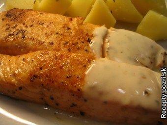 Losos s chutnou omáčkou - Umyté a jemne osušené steaky z lososa pokvapkáme šťavou z citróna, ochutíme soľou, mletým farebným korením... Recepty pre každodennú kuchyňu s fotografiami.