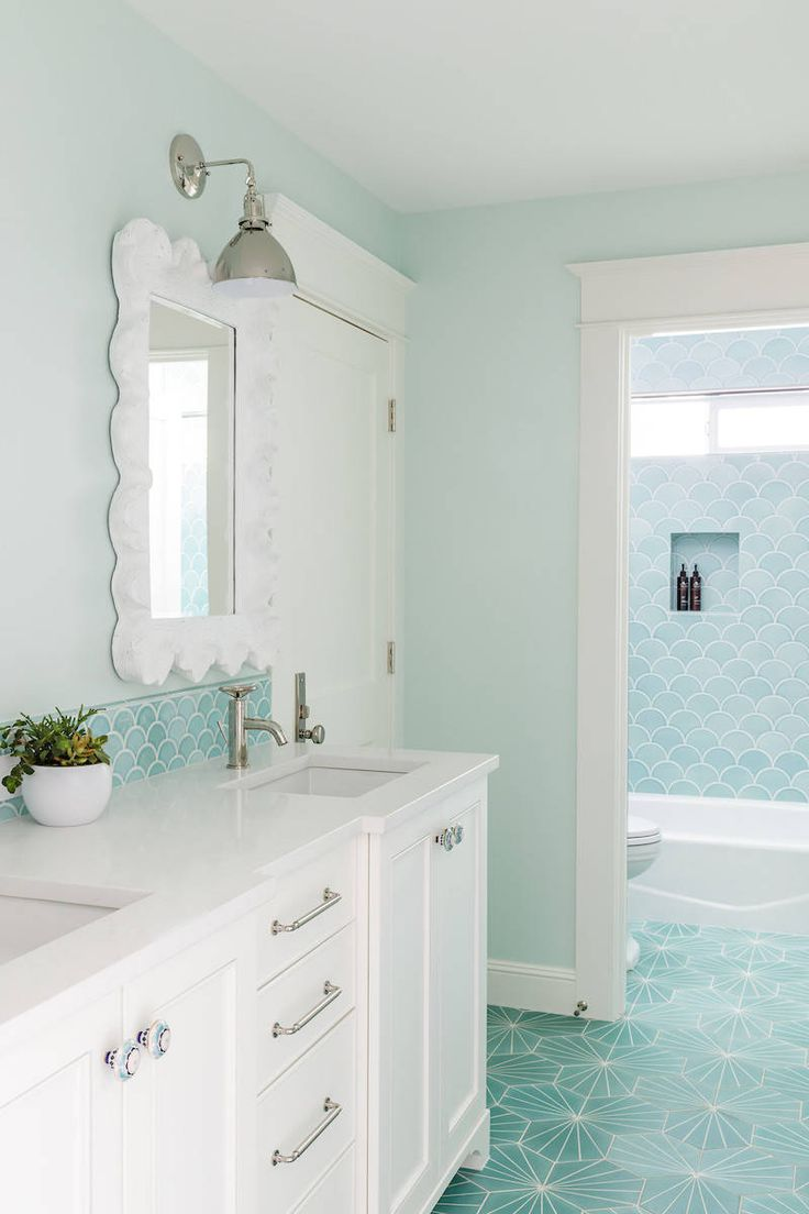 """If there's one thing I want to do after seeing this bright and beautiful Portland, Oregon home by Charla Ray Interior Design, it's go and buy several gallons of Sherwin-Williams """"…"""