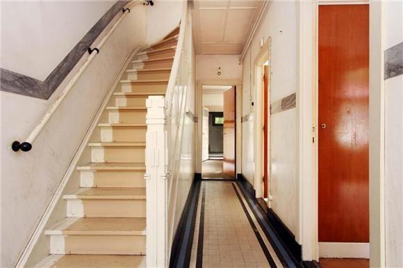 Trap en granieten vloer jaren 30 waalwijk foto 39 s funda hal en gang jaren 30 pinterest 30 for Deco oude huis