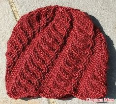 Вот хочу немного похвастаться шапками, связанными в ноябре.