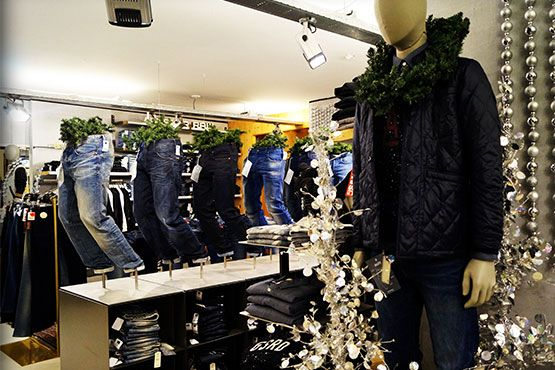 Jeans afd. kerstsfeer G-star Raw.