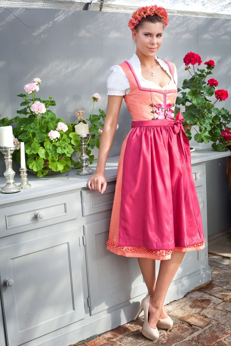 Designer Dirndl München Dirndl Liebe, Brautdirndl München, Hochzeitsdirndl München, Tracht, Oktoberfest, Wiesn