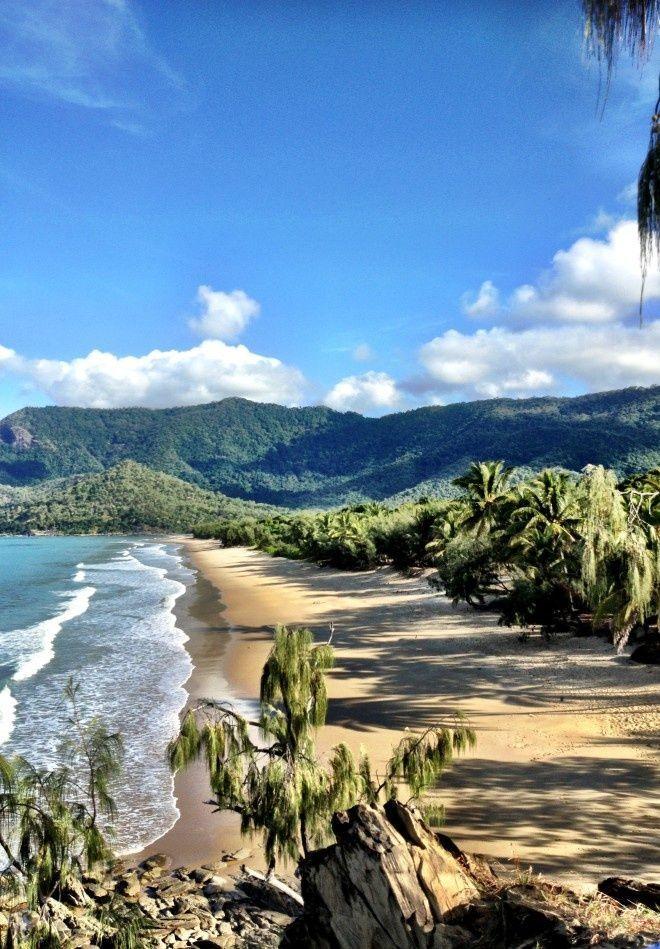 Lovely Oaks Beach near Port Douglas, Queensland.