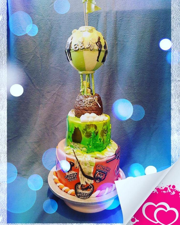 #hochzeitstorte #weddingcake #silberhochzeit ##silverwedding #25years #25jahre #grizzlyswolfsburg #vflwolfsburg #grünweiß #orangeschwarz #fussball #eishockey #grizzlys #wölfe #wolfsburg #legga #leckerschmecker #yammi #hüftgold #heißluftballon #ballonfahrt #balloon #nächstesjahr  Gebacken von @susannehilbig 😘❤