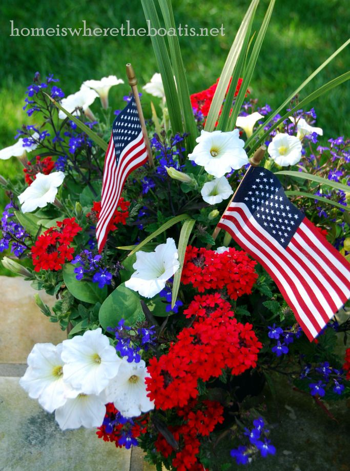 Red, White and Blue pot with verbena, petunias and lobelia with flags for July4th | homeiswheretheboatis.net