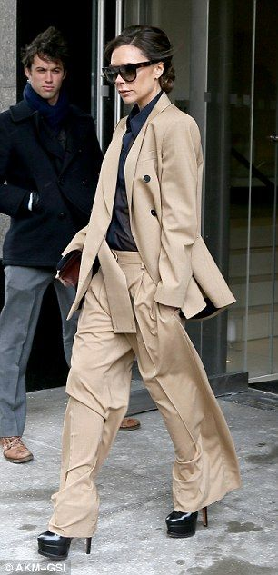 Victoria Beckham turns heads in a billowing trouser suit #dailymail