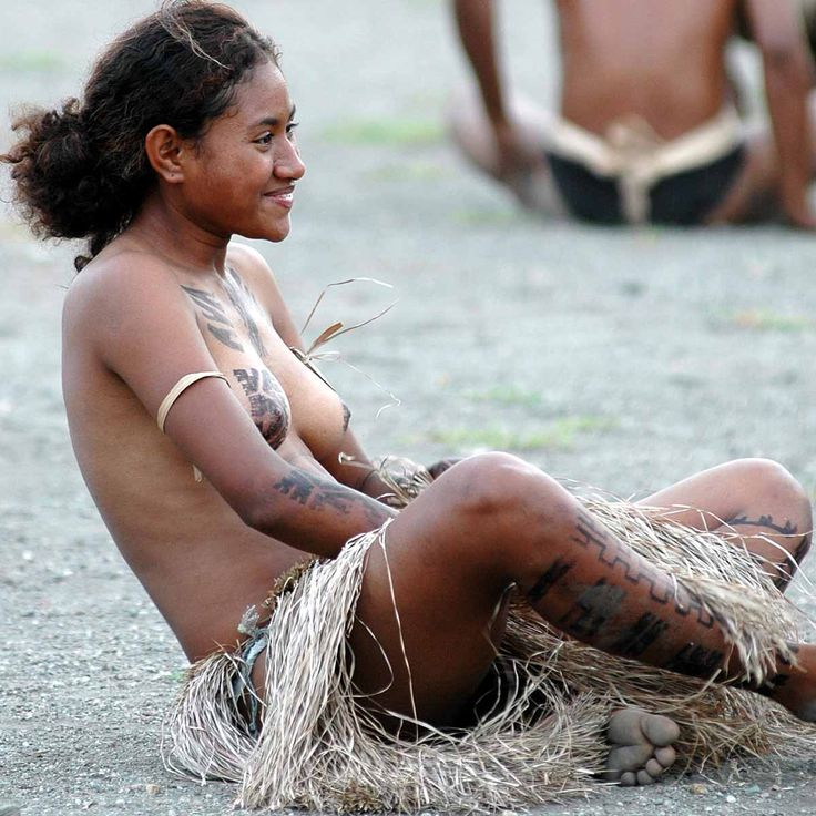 moms-papua-new-guinea-naked